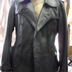 レザーコートの着丈を長く