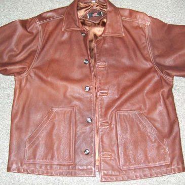 革ジャケットの身幅詰め、ボタンの補強
