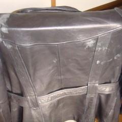 皮コートの表面の色抜け補修