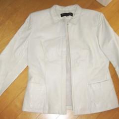 オフホワイトのレザージャケット染め直し