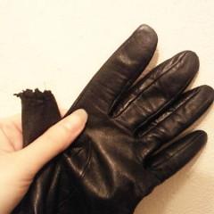 犬にかじられなくなったレザーの手袋(黒)の親指修理