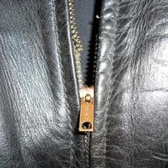 フロントファスナーと袖口のリブ(左側のみ)の交換
