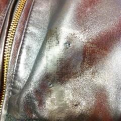 ガムテープを剥がした時に発生した破れと剥がれ補修