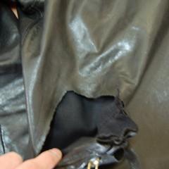 レザージャケット修理(右ポケット上部)
