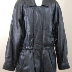 革ハーフコートの内張り交換と肩パットの取り除き、別のもう1着の袖丈詰め