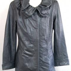 皮のコートの肩のところひっかけ破れ補修