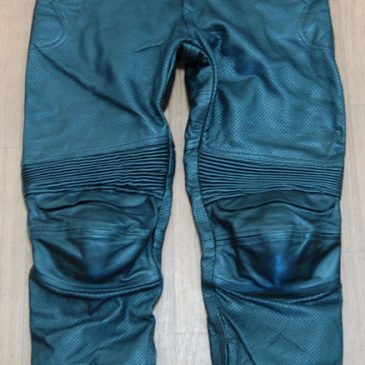 革パンツの修理