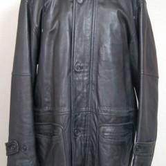 皮コートの肩幅、身幅、袖幅を詰め