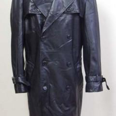 レザーコートのポケット下部がL字(3cm×1cm)に裂け