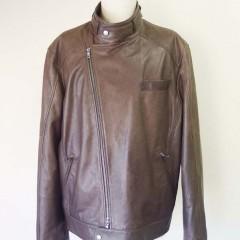 BRUNELLO CUCINELLI (ブルネロクチネリ) ライダースジャケットのサイズダウン。レディースのライダースジャケットの肩幅詰め、肩パッド除去。