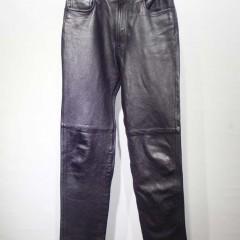 レザーパンツ(31インチ)のサイズダウン サンプルのジーンズ(29インチ)とシルエット同等に