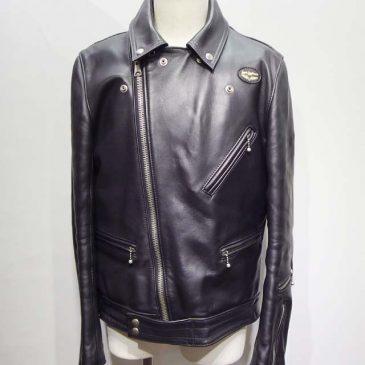 レザーライダースジャケット 両袖の内側の布をゴールドからブラック フロントのジッパーを交換