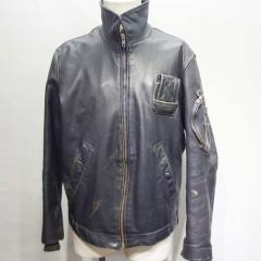 レザージャケット 右側の破れているポケット袋の交換と裏地の胴体部分のみの交換