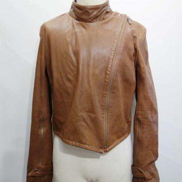 ジャケットで袖が長いので短く