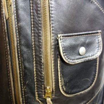 革ジャンのファスナー部分で縫い付けの糸が切れ