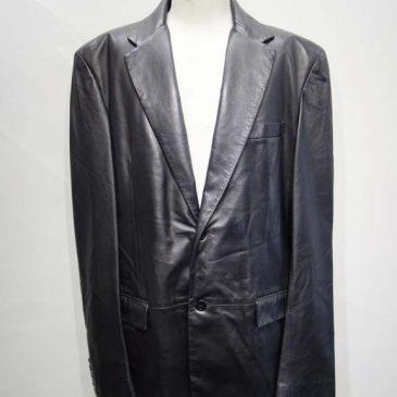 ベルサーチの黒レザージャケットの袖丈詰め