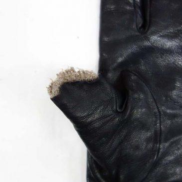 黒皮手袋(sheep skin、裏地カシミヤ)の親指の先を犬に嚙み破られた