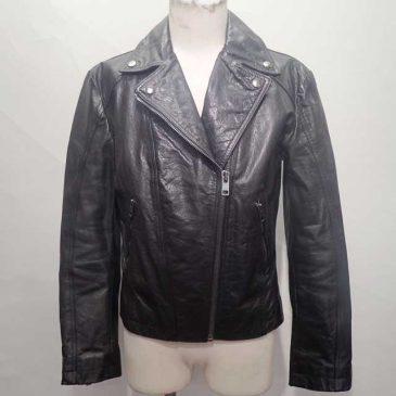 レディース ライダースジャケット 肩幅を詰め