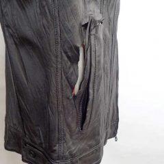 レザージャケットに亀裂が入ってしまったので修理